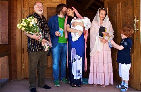 Эвелина с мужем, сыном и крестными
