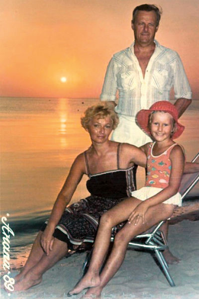 В детстве Ксюша чаще всего видела отца, когда они уезжали в отпуск