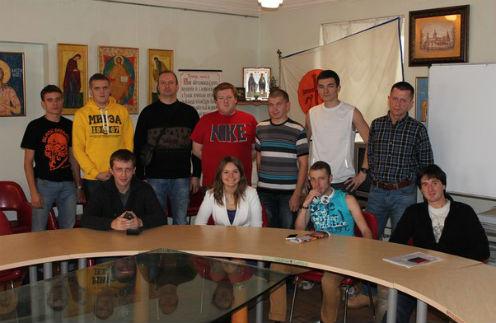 Участники движения «Брат за сестру» набирают новобранцев при личной встрече, им выделили помещение в Центре славянской письменности и культуры