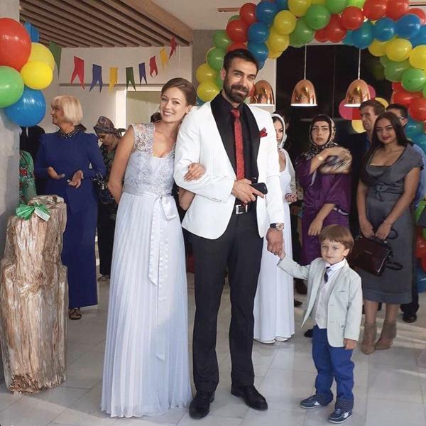 Татьяна в исполнении Евгении вместе со своей сериальной семьей