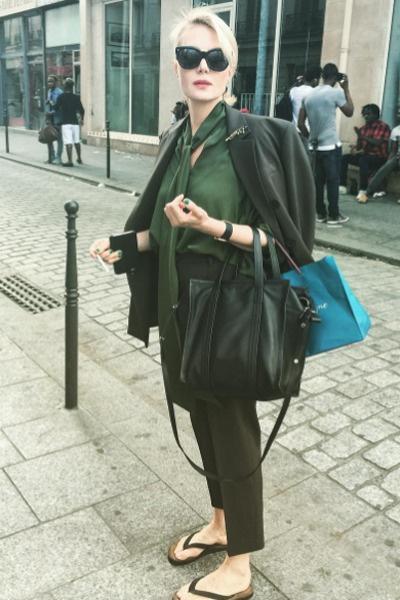 Рената Литвинова выбрала образ в оттенках зеленого