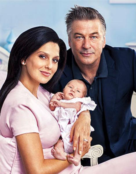 Счастливые родители с дочкой Кармен Габриэлой