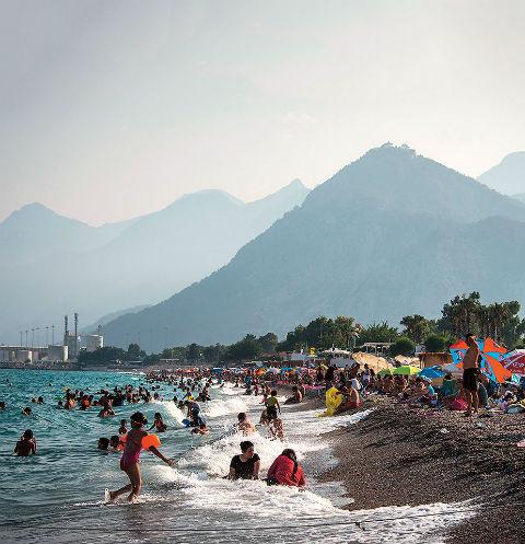 Из-за отсутствия авиасвязи между РФ и Египтом поток россиян в 2017-м хлынул на пляжи Турции