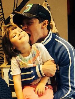 Павел Деревянко с дочерью Варей