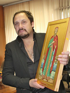 За благотоворительность Стаса Михайлова наградили иконой стоимостью в 100 тысяч рублей. Июнь  2011 года