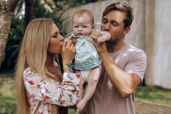Супруги воспитывают общую дочь Мию