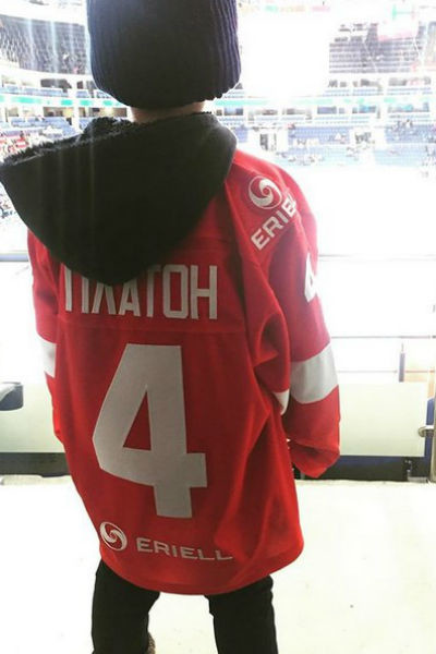 В прошлом году Платон ходил на хоккей