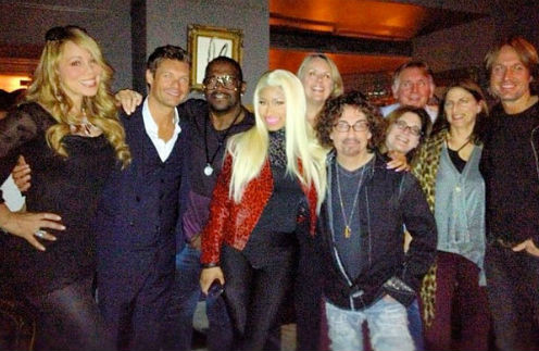 Команда American Idol. Кит Урбан - крайний справа. В центре - Никки Минаж