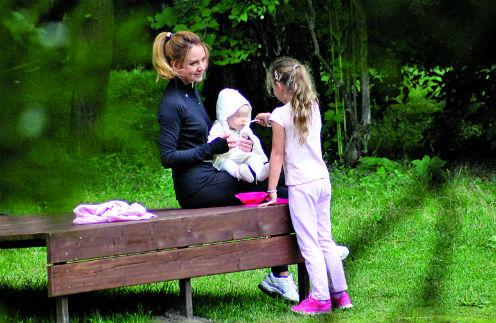 Певица МакSим с дочками Сашей и Машей