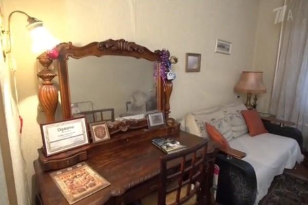 В гостиной Азалии Лихитченко много лет стоит комод XIX века