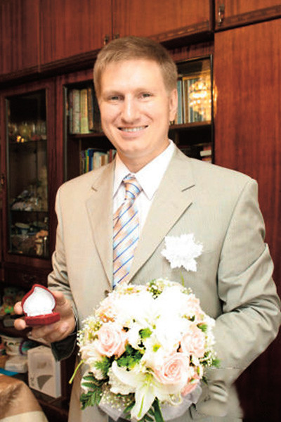 Раньше на 8 Марта Денис дарил жене золото и бриллианты, в этом году купил лишь пять тюльпанов
