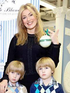 Мария Шукшина с сыновьями Фомой и Фокой