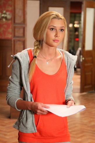 Анна Стрюкова на съемках сериала «Закрытая школа»