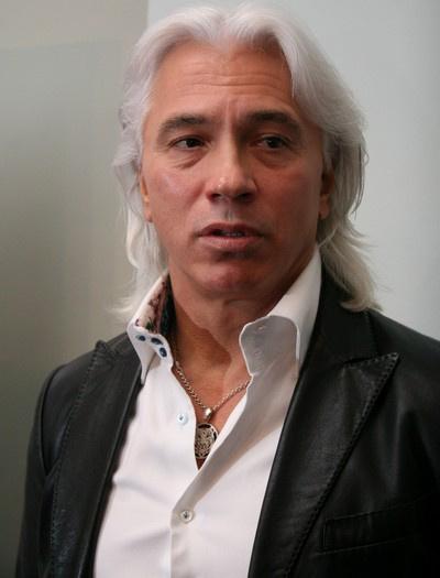 В 1995 году певца удостоили звания Народного артиста РФ