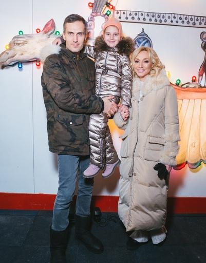 Кристина Орбакайте с мужем и дочерью Клавдией