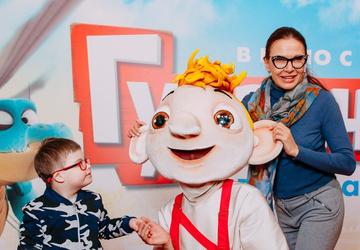 Александр Бердников и Эвелина Бледанс с детьми посетили премьеру мультфильма