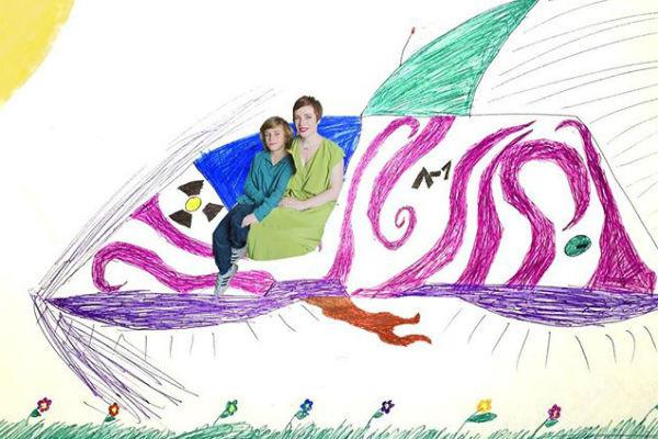 Сын нарисовал для школьного конкурса такой коллаж с мамой