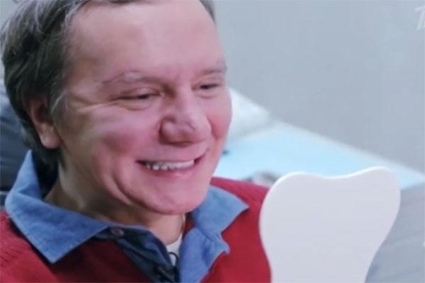 Стоматологи воплотили мечту Михаила о голливудской улыбке