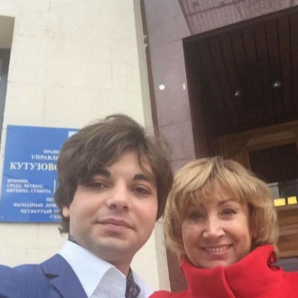 Лариса и Юрий подали заявление в загс месяц назад
