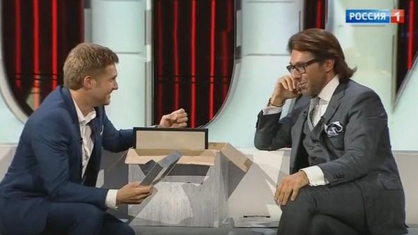 Андрей Малахов показывает Борису Корчевникову свои вещи