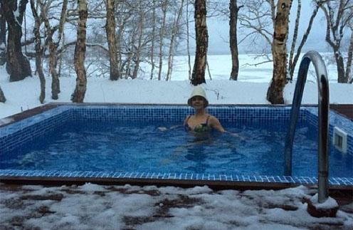 Валерия в бассейне с термальной водой
