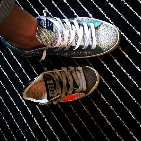 У Нади Михалковой и ее дочери тоже схожие модели обуви