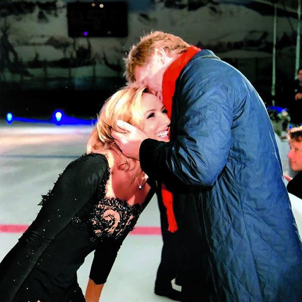 Фигуристка вышла замуж за пресс-секретаря президента – Дмитрия Пескова – в августе 2015 года