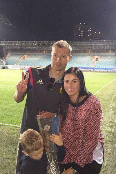Василий и Ольга Березуцкие с сыном
