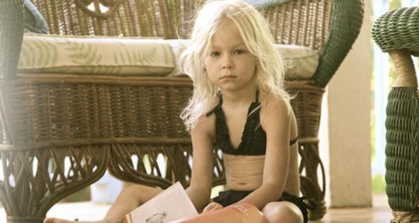 Девочка в бикини от Мелиссы Одабаш