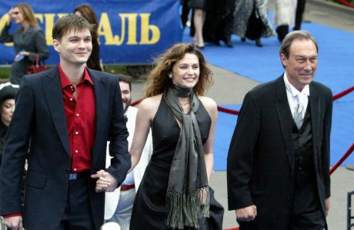 Олег Янковский с сыном Филиппом и его супругой Оксаной Фандерой