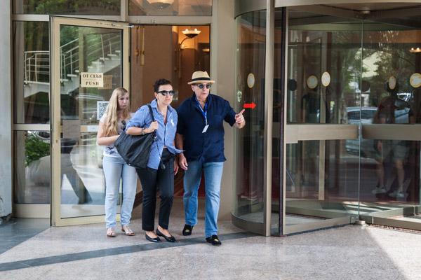 Адвокат Александр Добровинский приехал на фестиваль в компании супруги Марины и дочери