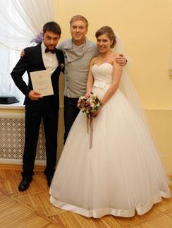 Сергей Светлаков с молодоженами Дмитрием и Валентиной