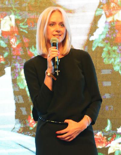 Супруга хозяина фестиваля Анна представила гостям новую коллекцию украшений от Григория Лепса