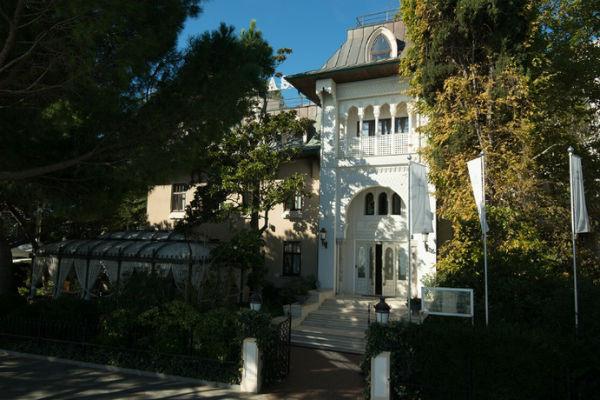 Отель Ротару расположен в Ялте
