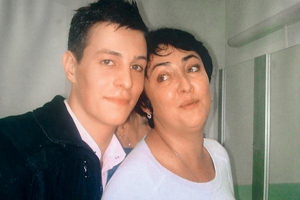 ...с его сыном Антоном Лолита познакомилась в 2004 году
