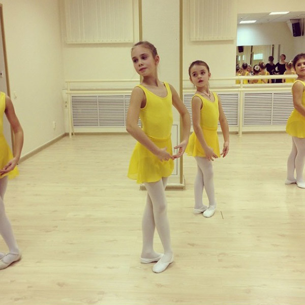 Дочь Авроры на уроке хореографии