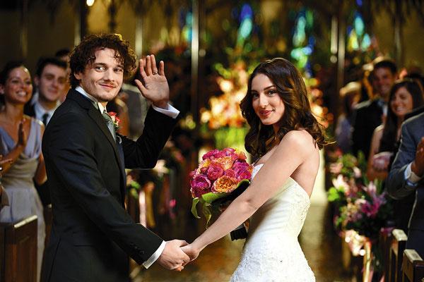 В кино Антон не раз шел к алтарю, а в жизни не успел обзавестись невестой. Кадр из фильма «Загнанные лошади», 2015 год