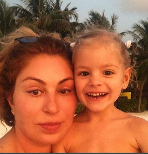 Мама Тимати Симона Яковлевна с внучкой Алисой