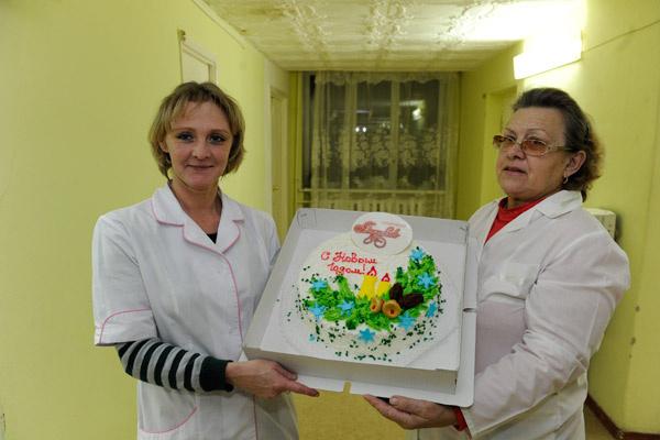 """Торты для жителей дома престарелых испекли в кондитерской """"Алтуфьево"""""""