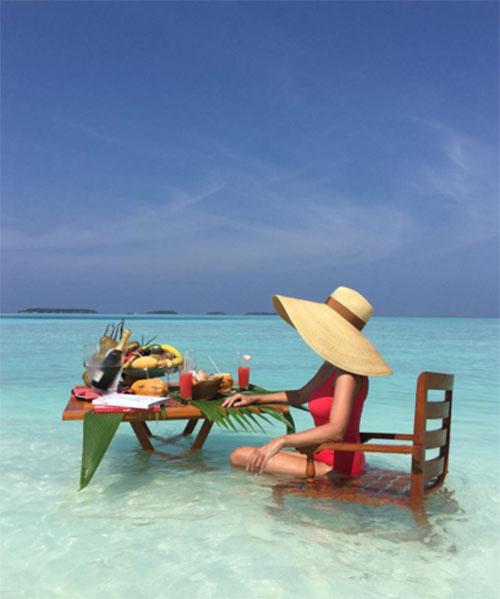 Яна Рудковская радует поклонников восхитительными снимками с отдыха