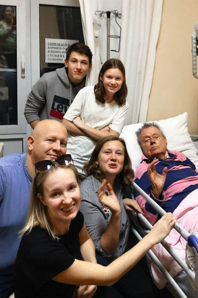 Вся семья успела попрощаться с Караченцовым