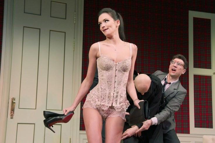 Паулина Андреева в нашумевшем спектакле МХТ им. Чехова «Номер 13D»