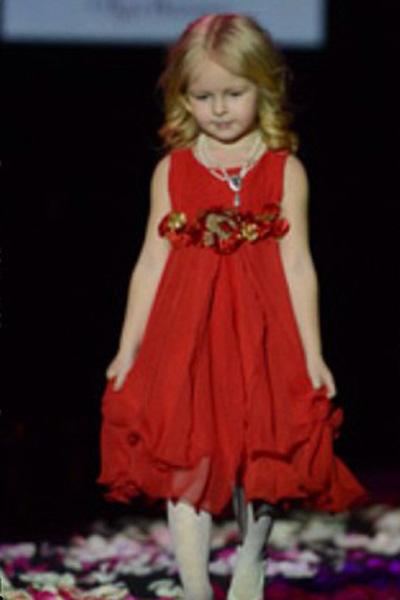 Полина на показе была настоящей принцессой