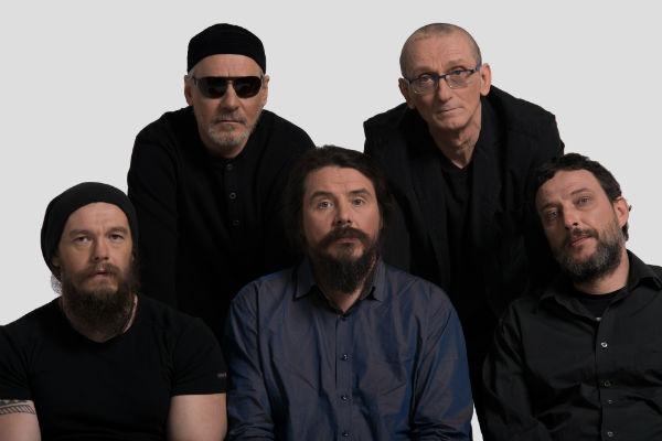 Музыканты группы давно привыкли к тому, что Дмитрий Ревякин обливается холодной водой