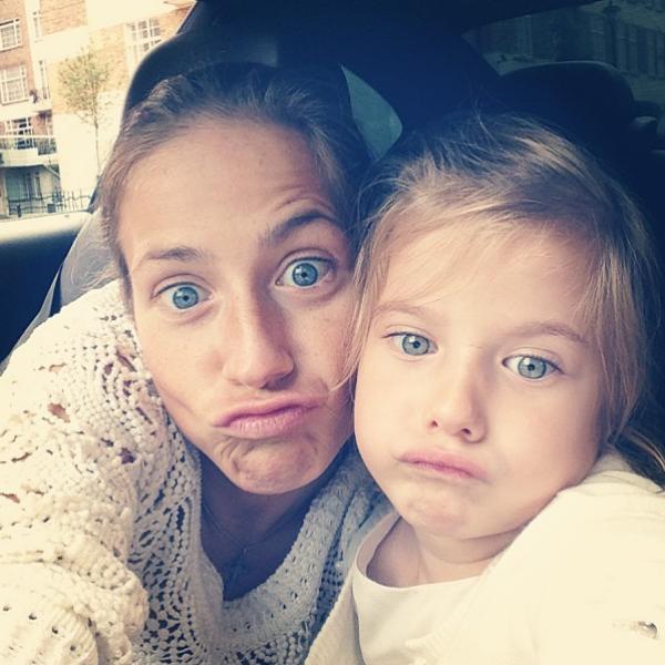 Аршавина пишет, что хочет скорее вернуться в Лондон. На фото – с дочкой Яной, 16 августа