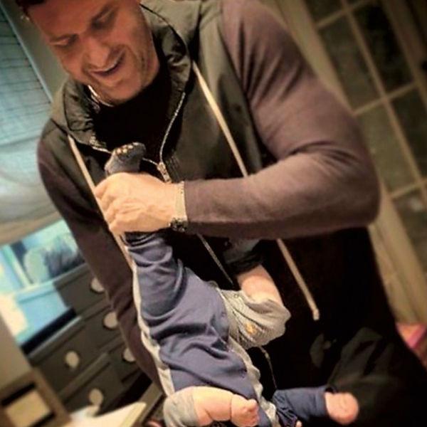 Счастливые родители часто размещают в соцсетях фото с ребенком