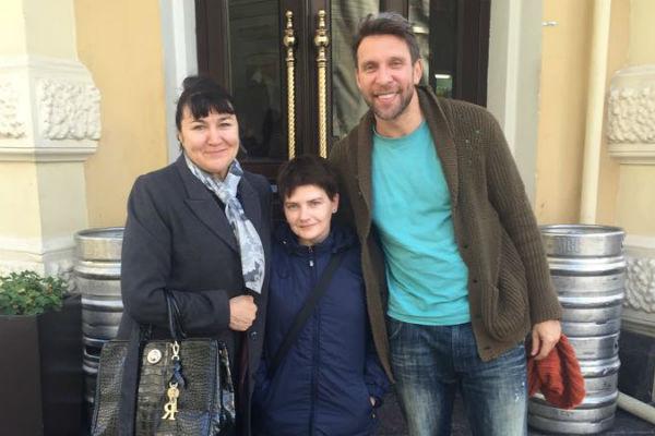 Арчи сводил Валентину и Ольгу на обед