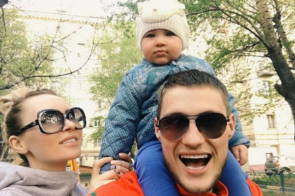 Элина Камирен и Александр Задойнов вместе с дочерью Александрой