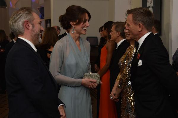 На премьере Кейт поприветствовала Дэниела Крейга и других звезд