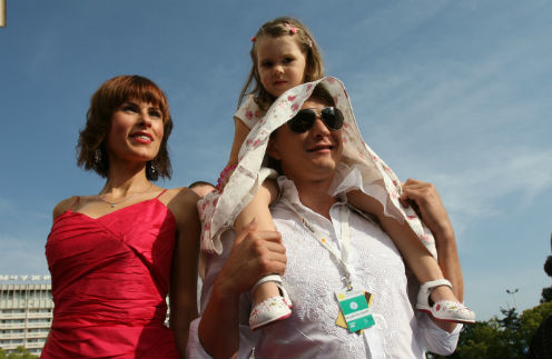 Актер Марат Башаров и Елизавета Круцко с дочерью Амели